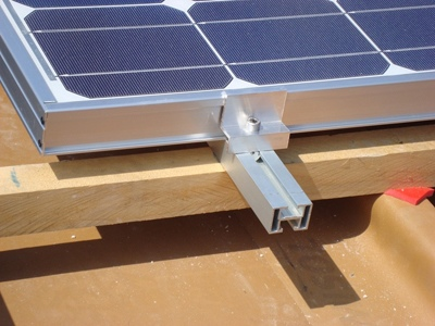 Fissaggio pannelli fotovoltaici su tetto in legno
